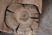 Detail stola - staré drevo