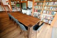 Stôl zo starého dreva