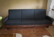 Konferenčný stôl - staré drevo / gauč