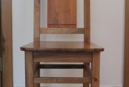Stolička z orecha